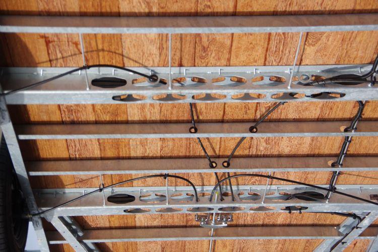 Remkabel door de draagbalken voor minder aanrijschade