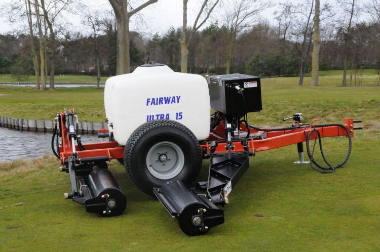 De Smithco-fairwayroller is voorzien van een tank, die gevuld kan worden met water voor extra gewicht. James Moore adviseert om hier, na het bepalen van het juiste gewicht, zand voor te gebruiken, omdat je dan geen last hebt van het klotsende water.