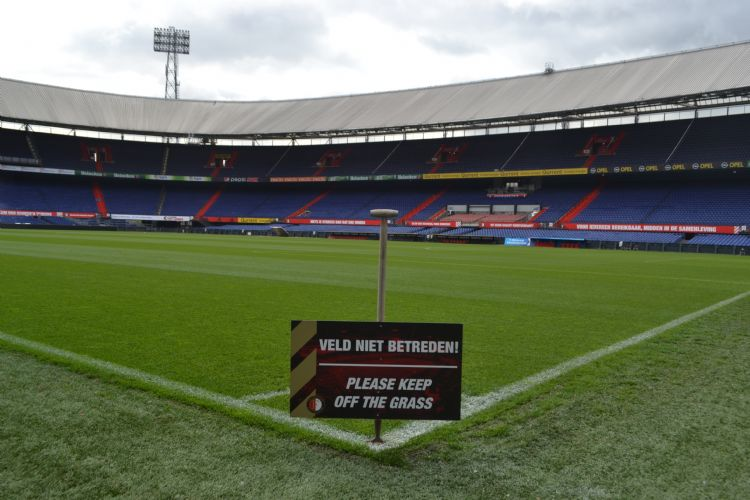 Het gras in De Kuip is heilig.