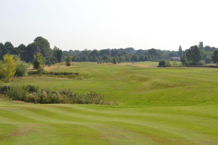 International Golf Maastricht ligt op 90 meter boven NAP in de Zuid-Limburgse heuvels.