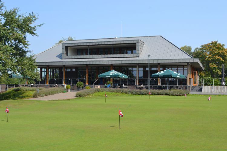 Het clubhuis van de Maastrichtse Golfclub en Golfclub Lanaken