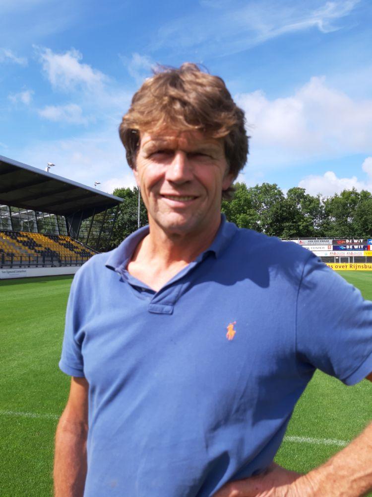 Peter van Tilburg: 'In het begin stond er al wel gras op, maar de spelers vonden het veld nog hard. Inmiddels hebben de velden genoeg volume en geeft de wortellaag meer demping.'