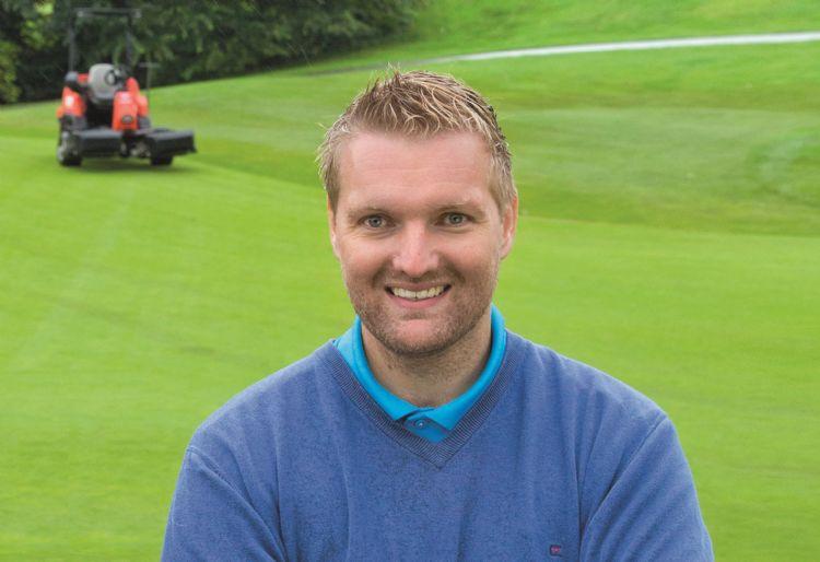Jannes Landkroon, hoofdgreenkeeper op Golfcentrum de Batouwe.