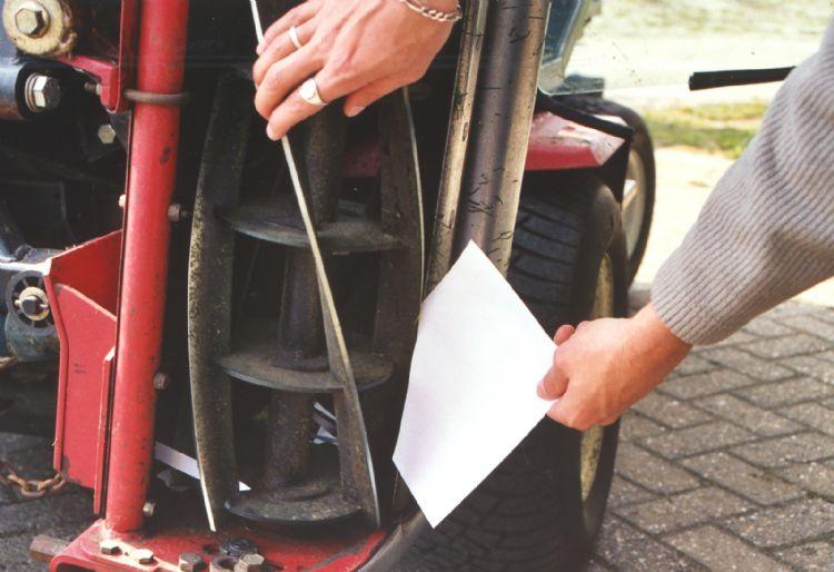 Een eenvoudige truc om te controleren of de messen weer scherp zijn.