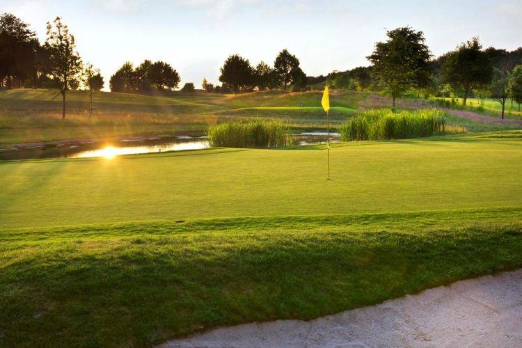 Hole 3 op de Zuid Limburgse Golf & Country Club Wittem.
