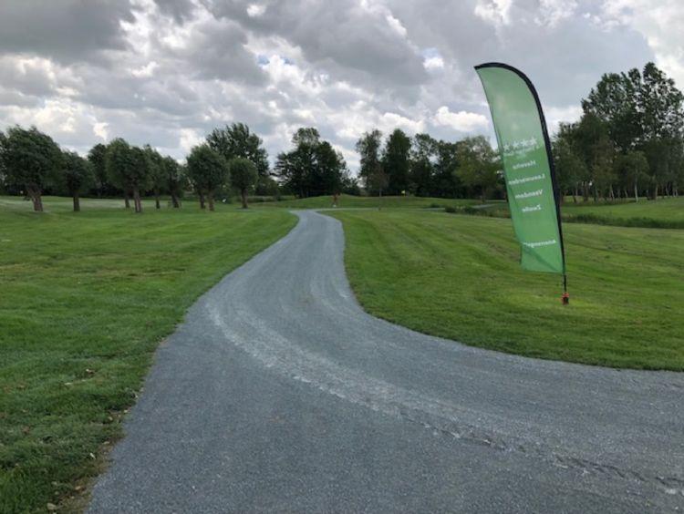 Het nieuwe Bestone-pad leidt de bezoekers van De Groene Ster door de entree naar de baan.