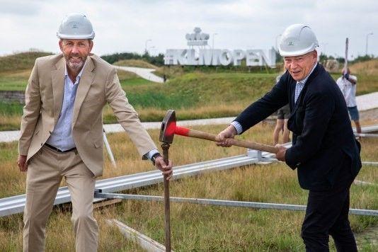 Start opbouw met Harm Kreulen, directeur KLM Nederland (r) en Daan Slooter, toernooidirecteur (fotograaf: Ronald Speijer)