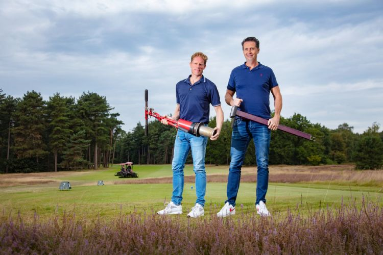 Alexander de Vries (nieuwe projectleider Golf en Sport) naast projectleider Vincent de Vries. Foto: De Ridder.