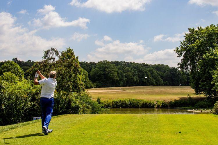 Onder de huidige weersomstandigheden zouden de meeste golfers graag spelen, maar dat is voorlopig niet mogelijk.