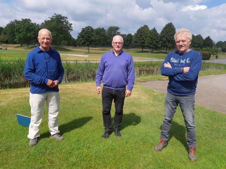 Fried Hoeijmakers (baancommissie), Hendrik Swinkels (mede-eigenaar van De Golfhorst) en Hans Appeldoorn (vogelwerkgroep 't Hökske)