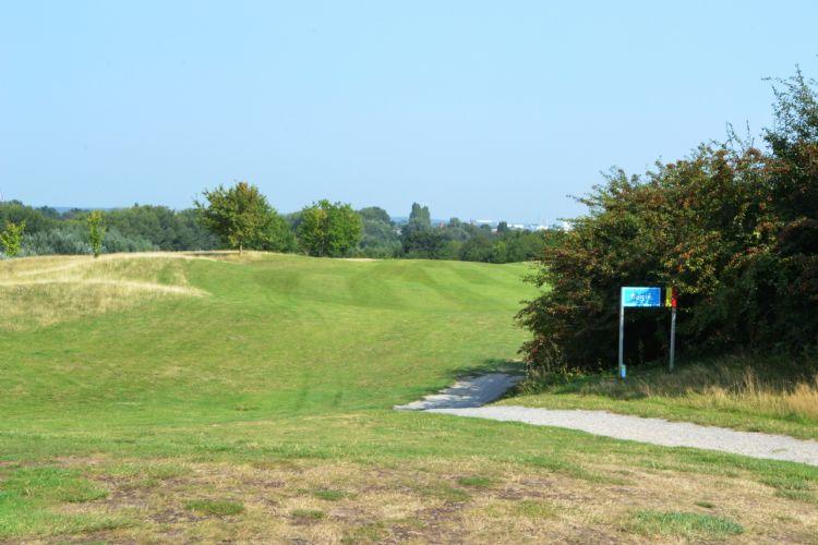 Voorlopig toch weer meer restricties op golfbanen in België.