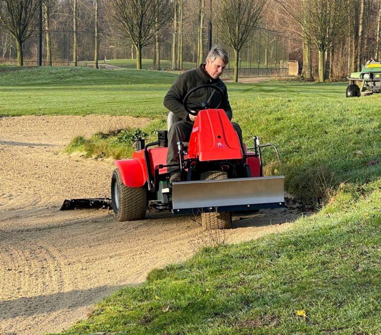 Voordat Golfclub Amelisweerd deze Sand Star aanschafte, werd hij eerst uitvoerig getest door de greenkeepers.