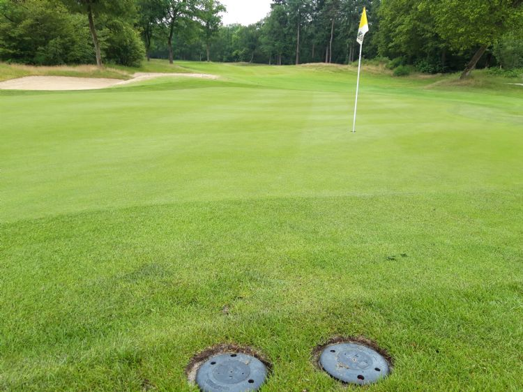 Sectorinstelbare <i>back-to-back</i> Toro-sproeiers op de greens van De Goyer Golf & Country Club